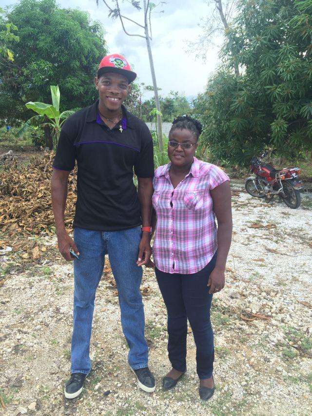 Philippe Pierre et Yves-Méry, chlorateurs pour Solidarités International en Haïti