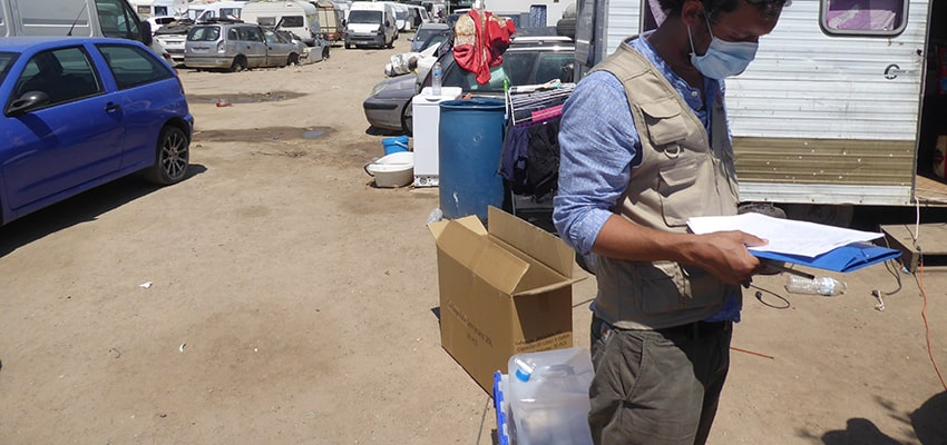 Distribution kits hygiène dans les bidonvilles contre le Coronavirus